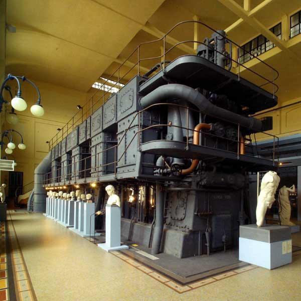 Aquiles sosteniendo el motor (Foto:Web Oficial)