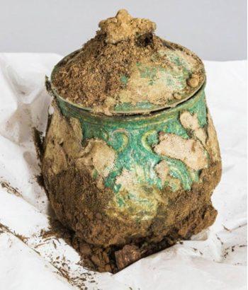 Urna carolingia de hace mil años. Historic Scotland.