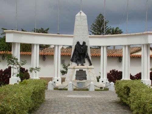 Monumento al armisticio sellado por Simón Bolivar y Pablo Murillo en Venezuela.
