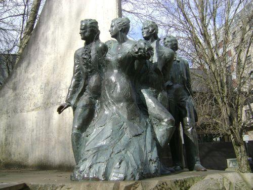 Monumento a los liberales del siglo XIX situado en el barrio Agra del Orzán, La Coruña, España.