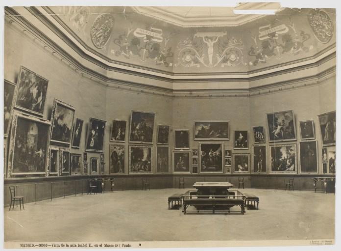 Museo del Prado, sala de la reina Isabel II (Hacia 1899) Foto de Jean Laurent
