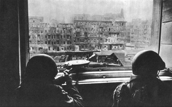 espanoles-ezquerra-batalla-berlin