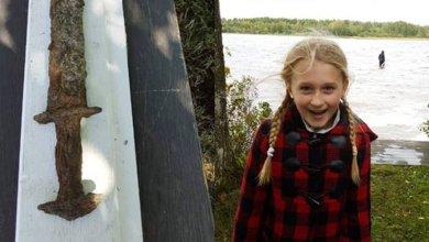 Photo of Niña de 8 años encuentra una espada de la Edad de Hierro en un lago
