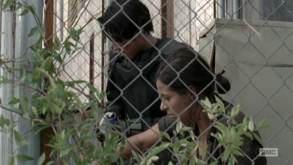 The Walking Dead 4x10 Inmates - Glenn encuentra a Tara en la cárcel