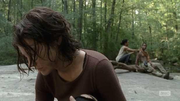 The Walking Dead 4x10 Inmates - Maggie, Sasha y Bob intentan encontrar supervivientes