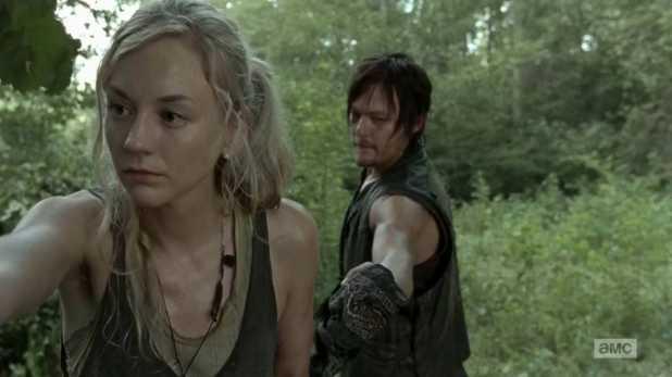 The Walking Dead 4x10 Inmates - Beth recoge frutos para alimentar a posibles supervivientes