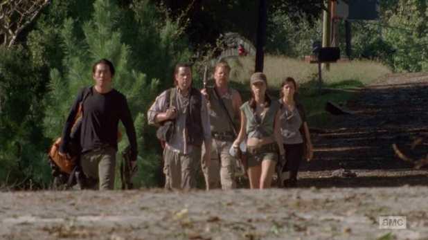 The Walking Dead 4x11 Claimed - El grupo de Glenn se dirige al autobús de Maggie