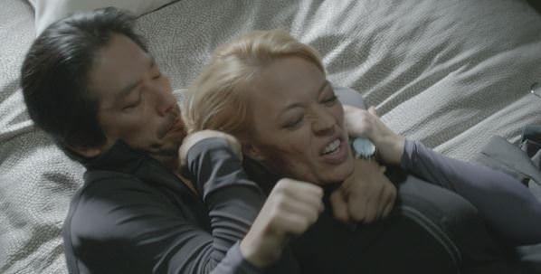Helix 1x08 Bloodline - Hatake mata a Sutton