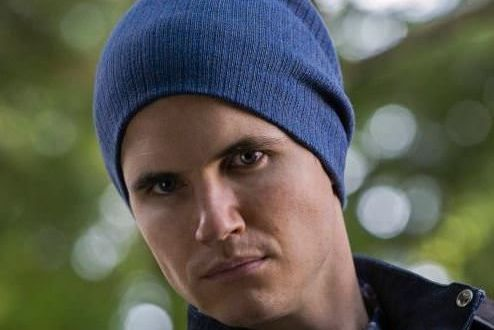 Robbie Amell es Stephen de The Tomorrow People