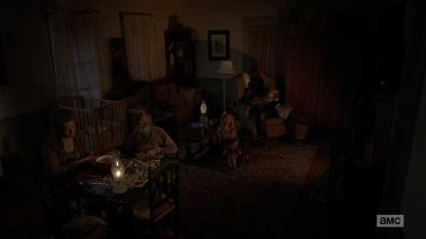 The Walking Dead 4x14 The Grove - La familia decide vivir en la finca