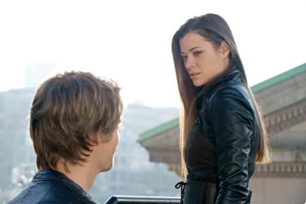 The Tomorrow People 1x16 Superhero - Cara y John
