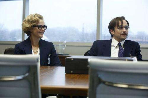 The Americans 2x06 - Phillip y Elisabeth sacando información a Andrew Larrick