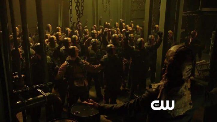 Crítica de la segunda temporada de Arrow: Slade desata un ejército de superhombres para destruir Starling City.