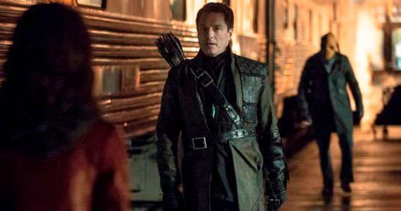 Crítica de la segunda temporada de Arrow: Malcolm Merlyn regresa para quedarse y sacar a Thea de su estancamiento como personaje.