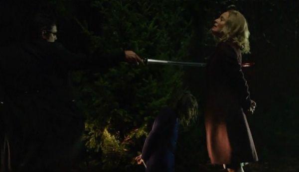Crítica de la segunda temporada de Arrow: la muerte de Moira supuso que ningún personaje estuviera a salvo.