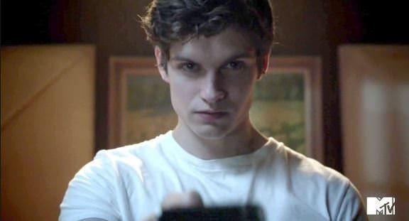 Daniel Sharman es Isaac Lahey en Teen Wolf