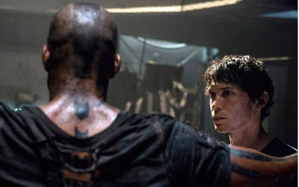 The 100 1x07 Contents Under Pressure - Bellamy y el terrícola