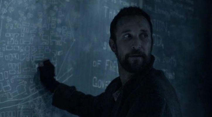 Falling Skies 4x01: Tom intenta conseguir información en modo motero misterioso sobre los planes de los spheni.