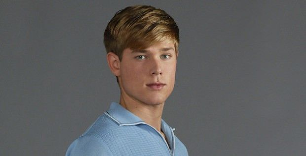 Mason Dye es Garrett en Teen Wolf