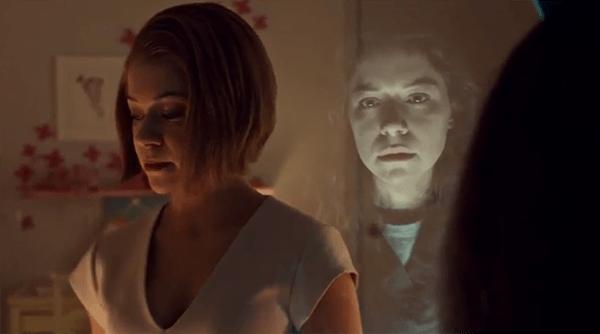 Orphan Black 2x10: Rachel se enfrenta cara a cara con Sarah, que huye y la hiere en un ojo.