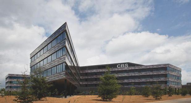 CBS sigue con sus series veraniegas, ahora Zoo