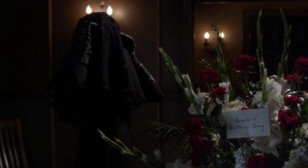 Pretty Little Liars 5x06: La (re)aparición de 'A' como enemigo final ha restado importancia a Mona, Jenna y Melissa.