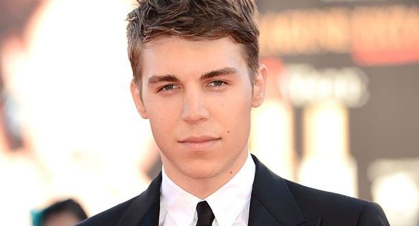 Arrow ficha a Nolan Funk