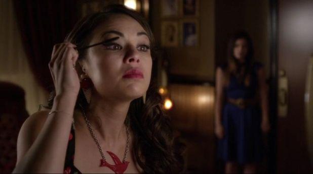 Pretty Little Liars 5x11 Mona cede a la presión y demuestra que todo es fachada para soportar los ataques de Alison.