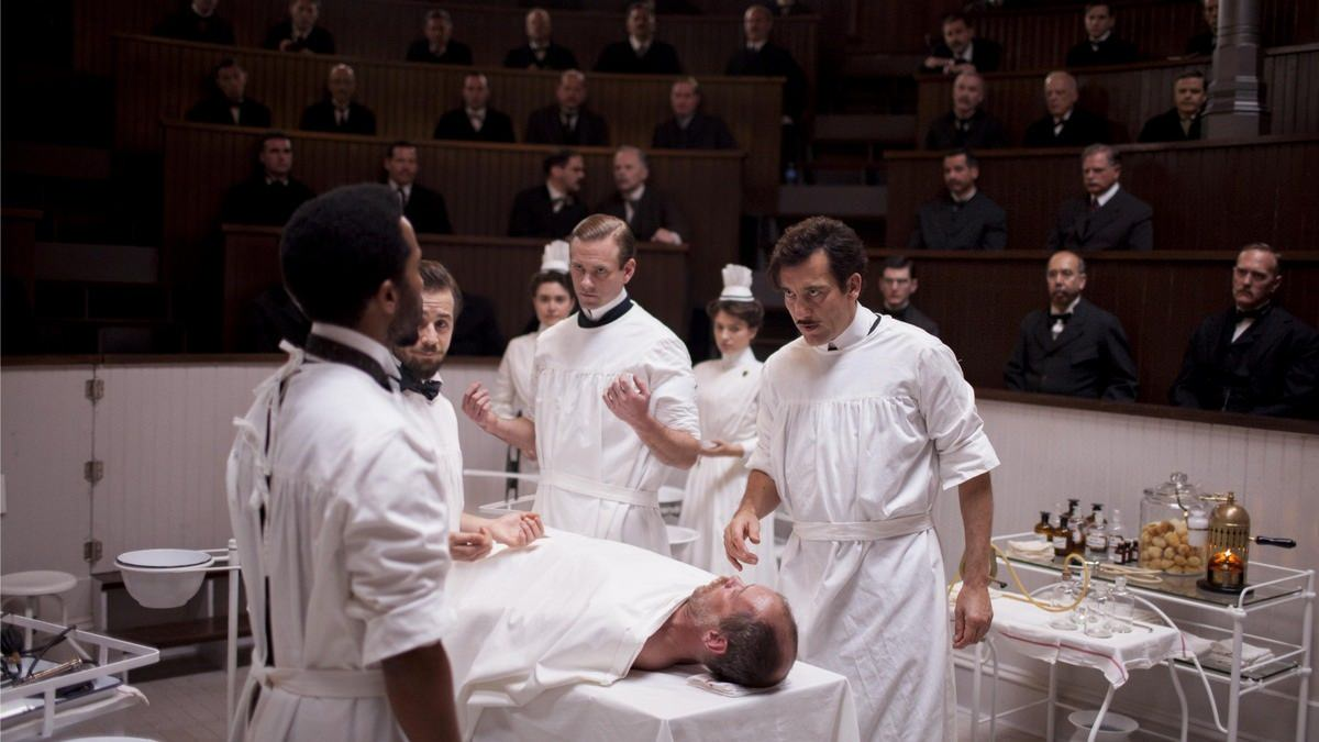 Estreno de The Knick - El Dr. John W. Thackery (Clive Owen) a punto de operar