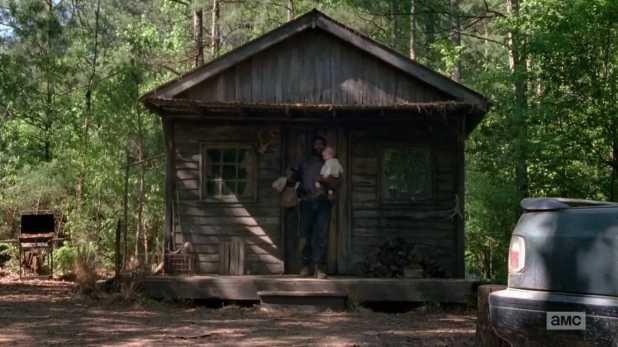 The Walking Dead 5x01 - Tyreesse salva la vida de Judith