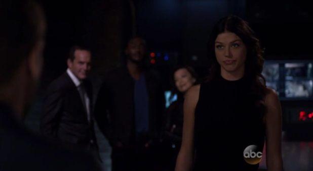 Agents of SHIELD 2x05: Bobbi Morse, que había estado trabajando de encubierto en HYDRA, rescata a Simmons y se une al equipo de Coulson.