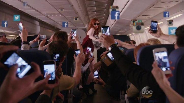 Crítica de Selfie: Eliza Dooley es una diva de las redes sociales que se vuelve blanco de todas las críticas tras un incidente en un avión.