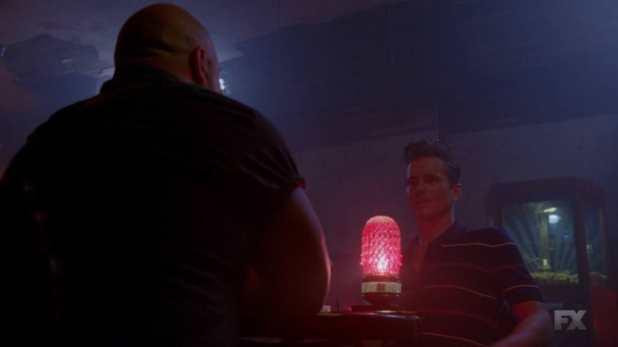American Horror Story Freak Show 4x04 y 4x05 - Dell Toledo se presenta como homosexual en vez de estar interesado en la intersexualidad
