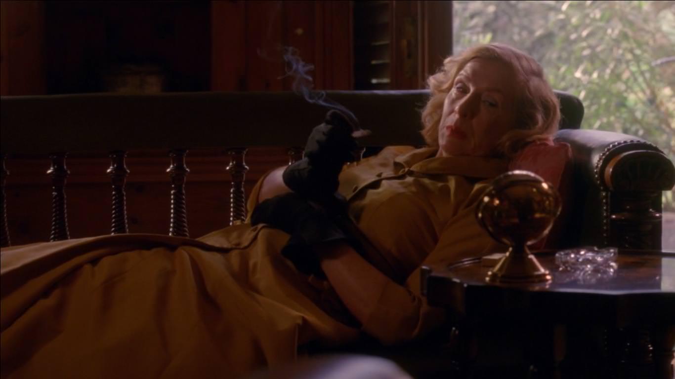 American Horror Story Freak Show 4x08 - Gloria muere a manos de su hijo