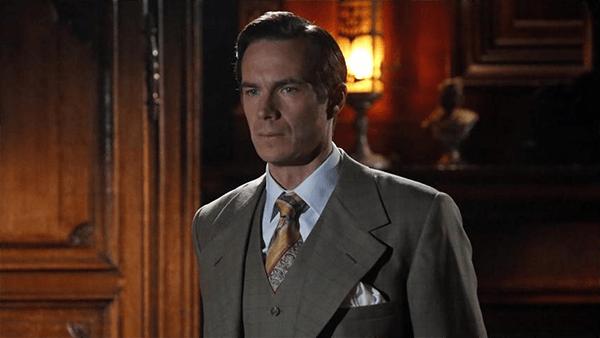 Crítica de Agent Carter: El personaje de Edwin Jarvis aporta el clásico toque de humor de Marvel y mantiene gran química con Atwell.