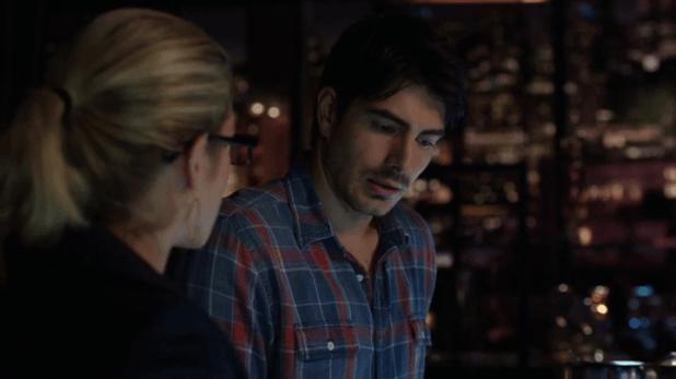 Arrow 3x15: Felicity sigue empeñada en ayudar a Ray para que su obsesión no le lleve por el mismo camino que Oliver.