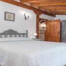 Casa Rural Cantabria El Rincón de Carmina, vista dormitorio, entrada, camas, armario etc.