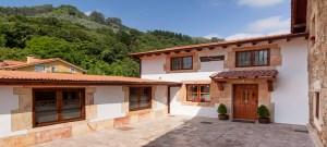 Casa Rural Cantabria El Rincón de Carmina, patio anterior.