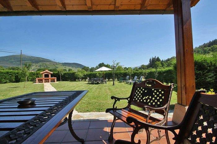 Porche y jardín Casa Rural Cantrabria El Rincón De Lalo