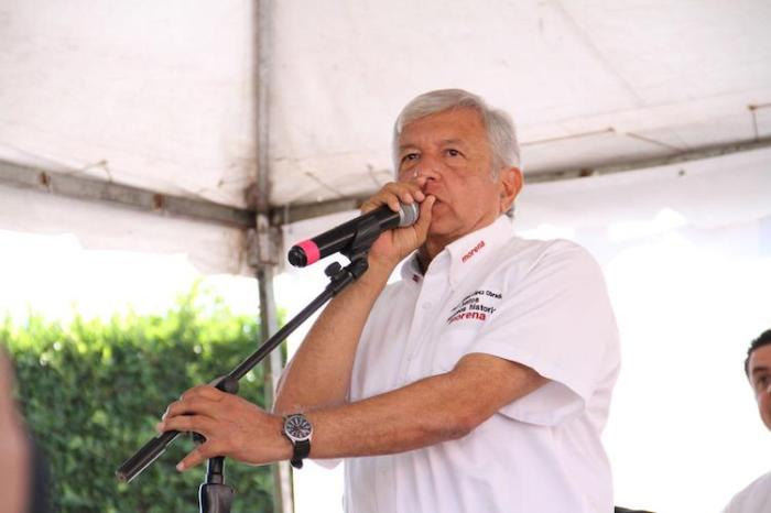 Andrés Manuel López Obrador en la plaza principal de Lagos de Moreno