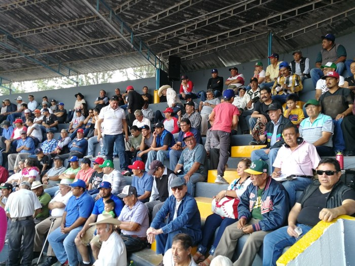 Público en el Campo Deportivo Pedro Moreno en el Campeonato Master 50. Foto: Sergio Hernández Márquez