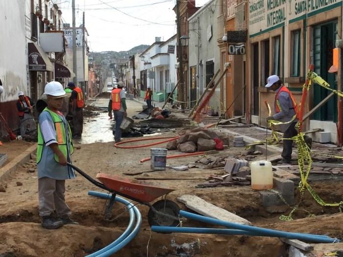 Trabajos de mejoramiento de la imagen urbana en la calle Madero, en Lagos de Moreno.. Foto: Sergio Hernández Márquez