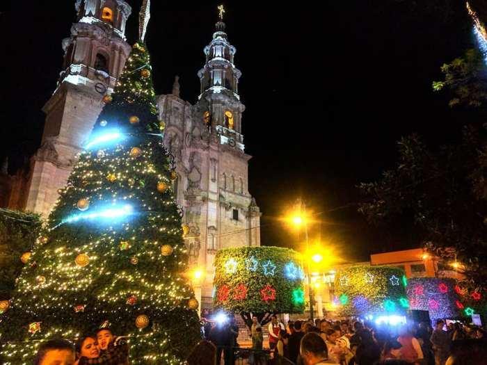 Ornato navideño en Lagos de Moreno