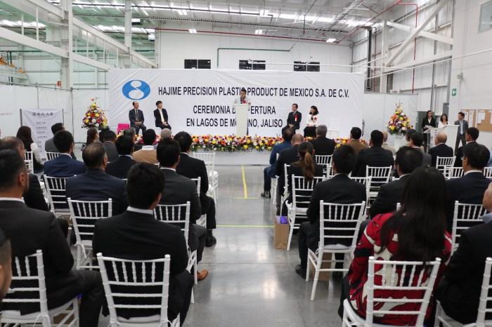 Tecutli Gómez Villalobos en eel acto inaugural de la empresa de Hajime México