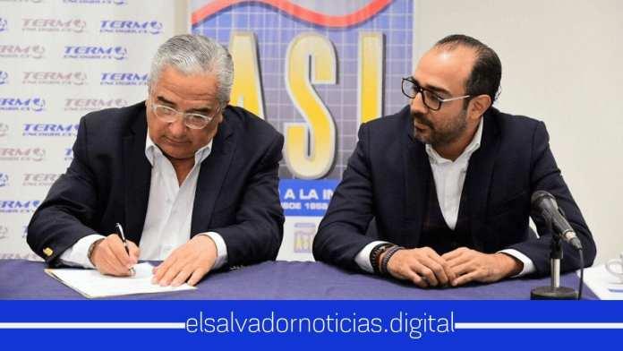 Firma de acuerdo entre ASI El Salvador y la empresa Termoencogibles