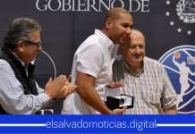 Presidente de FIBA entrega reconocimiento a Yamil Bukele por realizar Convención Mini Basket FIBA Américas 2019