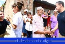 Ministro Romeo Rodríguez se reunió con las familias del Cantón Zapote Arriba en Ayutuxtepeque, para anunciarles que por fin tendrán una calle digna