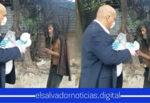 Omar Angulo entrega mascarillas a los más necesitados en las calles, demostrando su amor al prójimo