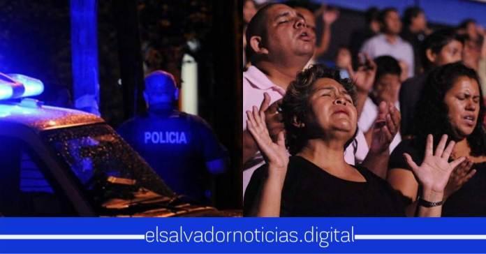 Oficiales de la Policía Nacional Civil oran desde patrullas pidiendo por El Salvador