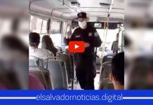 VIDEO| agente de la PNC comparte poderoso mensaje de la palabra de Dios, a la población que utiliza el transporte colectivo